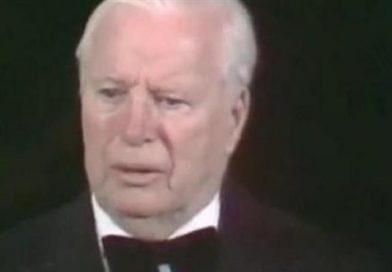 Η Νο1 στιγμή των Όσκαρ: Ο Τσάπλιν παίρνει τιμητικό βραβείο και το κοινό χειροκροτεί για 12 λεπτά (βίντεο)